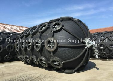 China Good Gas Air Tightness Marine Rubber Fender , Oil Tanker Protection Boat Mooring Fenders factory